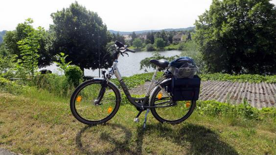 fahrrad-vor-weinberg